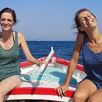 Jeunes femles embarquées sur L'Artesien à la fête des pointus du Brusc 2019